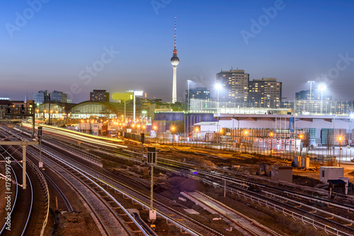 In de dag Treinstation Berlin Skyline Germany