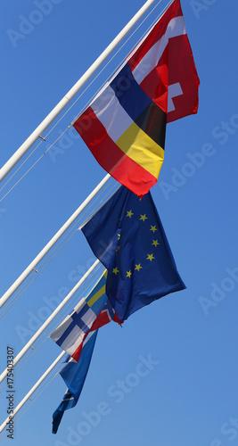 Plakat międzynarodowe flagi i flaga europejska