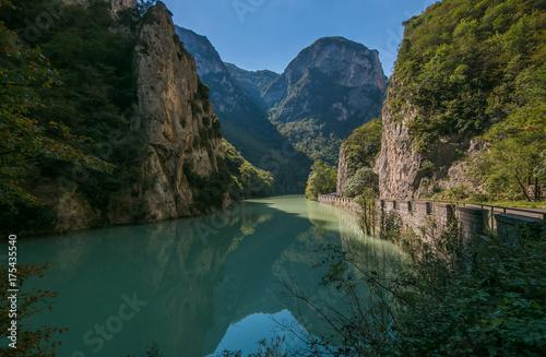 Fototapeta  Incentevole paesaggio della gola del Furlo nelle Marche