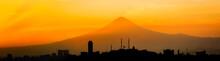 Skyline De Puebla En México. ...