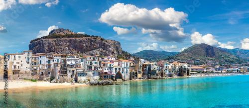 Poster de jardin Europe Méditérranéenne Sandy beach in Cefalu in Sicily