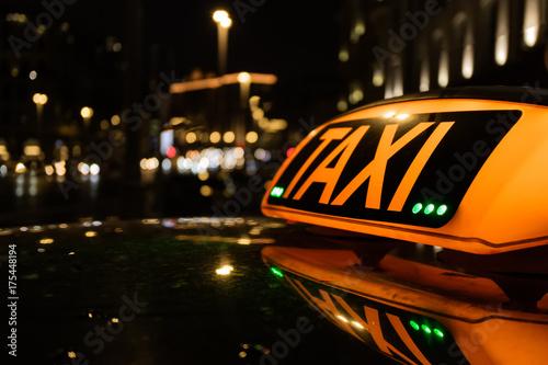 Zdjęcie XXL Taxi na tle nocy miasto