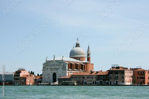 Plakat Wenecja Włochy: Taksówki wodne i inne statki pływają po Canal Grande w Wenecji. Łodzie motorowe są głównym transportem w Wenecji.