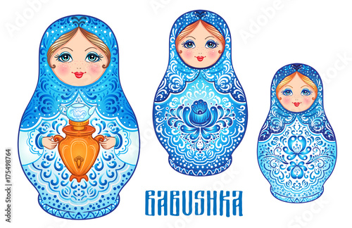 Photo Babushka (matryoshka), traditional Russian wooden nesting doll decorated with painted flowers