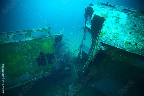 Spoed Foto op Canvas Schipbreuk shipwreck, diving on a sunken ship, underwater landscape