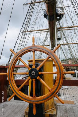 Keuken foto achterwand Schip Ships rudder wheel Dunbrody Famine Ship, New Ross, County Wexford