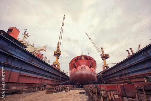 Leinwand Poster Ship repair shop