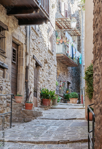 Fototapeten Schmale Gasse Narrow cobbled streets in the old village Lyuseram, France