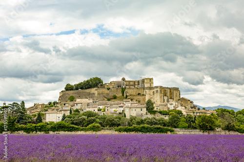 Foto op Plexiglas Lavendel Grignan town in southern France