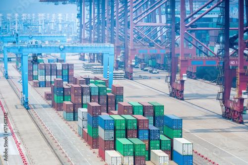Plakat zbliżenie terminala kontenerowego