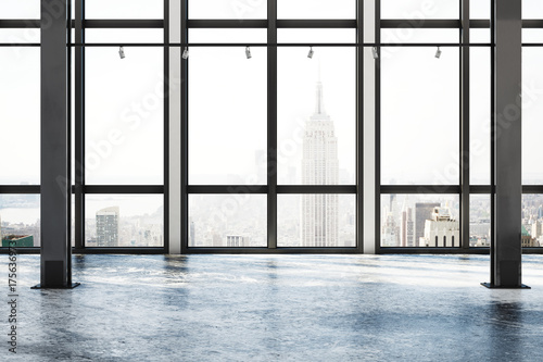 Foto Concrete room with NY view
