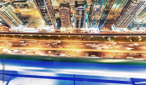 Fototapeta Piękna noc linia horyzontu Dubaj nad Sheikh Zayed drogą
