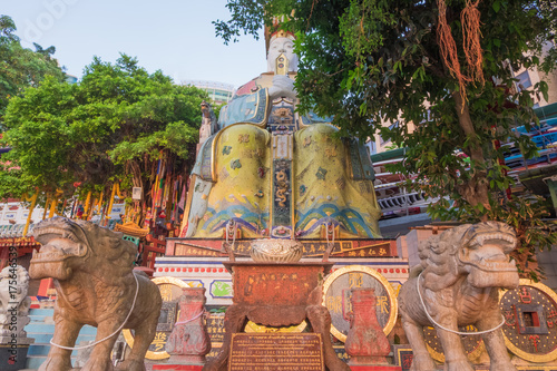 Fotografija Colorful God statues are located at the Repulse Bay is a quaint Taoist temple wh