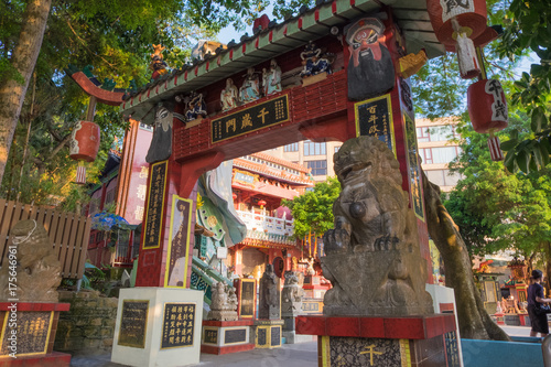 Fényképezés  Colorful God statues are located at the Repulse Bay is a quaint Taoist temple wh