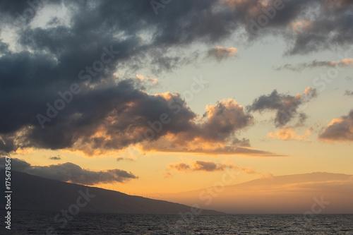 Zdjęcie XXL Piękny wschód słońca na tropikalnej wyspie