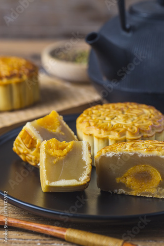 The popular mid-autumn festival is celebrated by Chinese all
