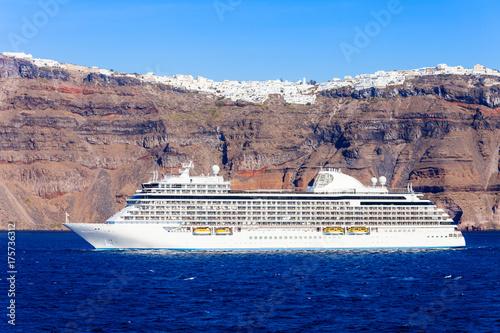 Zdjęcie XXL Statek wycieczkowy, wyspa Santorini