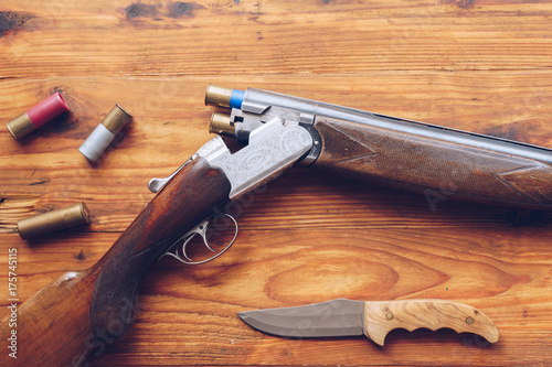 Fotobehang Jacht Hunting equipment. Shotgun, hunting cartridges and hunting knife on wooden table.