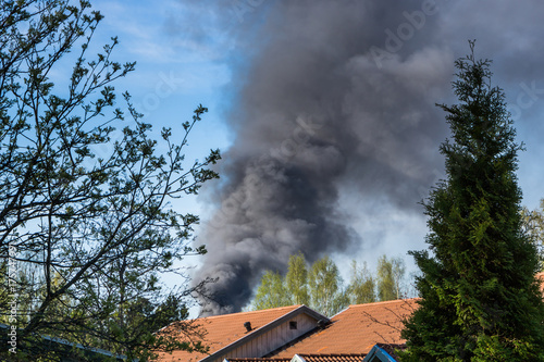 Photo  Thick black smoke from fire  is rising to the sky