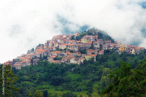 Deurstickers Toscane Mountain Village, Montefegatasi, Italy