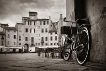 Piazza Dell Anfiteatro With Bike