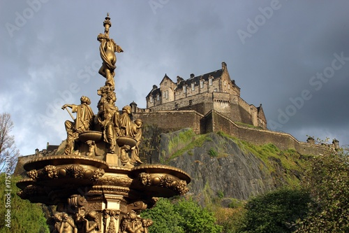 Obraz na dibondzie (fotoboard) Zamek w Edynburgu i fontanna Rossa.