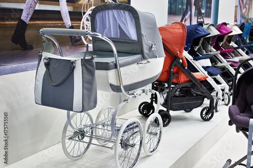 Fototapeta Nowoczesne wózki dziecięce