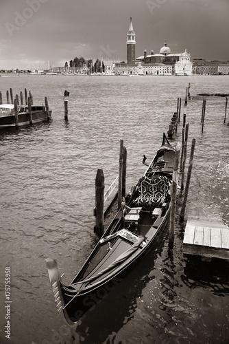 Foto op Plexiglas Venetie Gondola and San Giorgio Maggiore island
