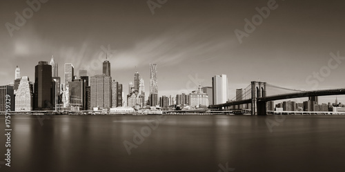 Photo  Brooklyn Bridge and downtown Manhattan