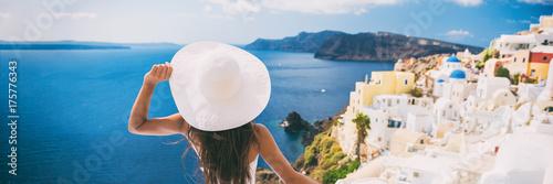 Photo  Luxury travel vacation woman in Santorini banner