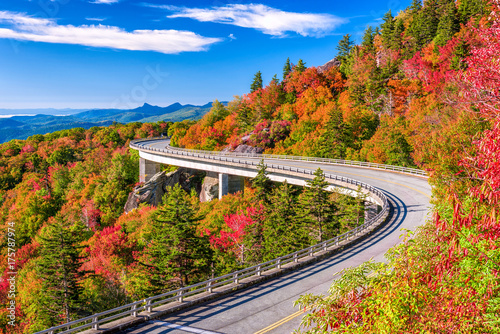 Photo  Linn Cove Viaduct