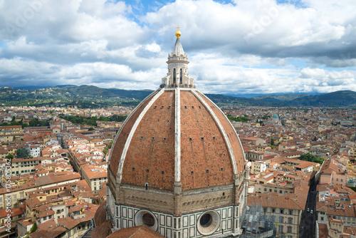 Obraz na dibondzie (fotoboard) Kopuła starożytnej katedry Santa Maria del Fiore we Florencji w pochmurny dzień września. Włochy