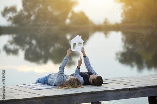 Happy couple of kids dream of a home Obraz na płótnie