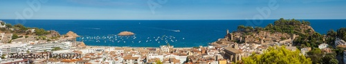 Photo Panorama of the town of Tossa de mar one of the most beautiful towns on the Costa Brava