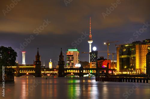 Obraz na dibondzie (fotoboard) Berlin gród z mostem Oberbaum