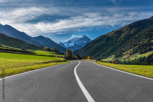 przejedz-droge-w-alpach-szwajcarskich