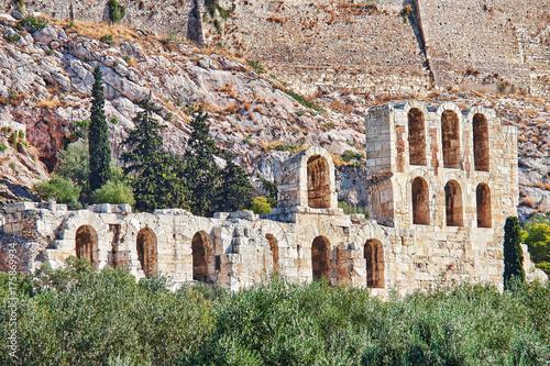 Obraz na dibondzie (fotoboard) Akropol w Atenach w Grecji, łuki starożytnego teatru Herodion