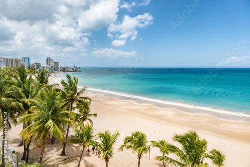 Montage in der Fensternische Karibik Beach travel Caribbean vacation landscape of Puerto Rico background. Isla Verde in San Juan, Latin America island.