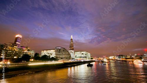 Obraz na dibondzie (fotoboard) Budynek biurowy w Londynie wieżowiec, pracy i spotkania