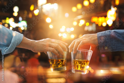 Papel de parede Cheers clinking of friends with bourbon whiskey drinks in party night after work