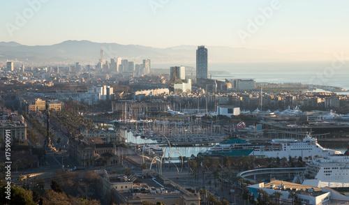 Obraz na dibondzie (fotoboard) widok na Port Vell i dzielnicę Barceloneta. Barcelona, Hiszpania