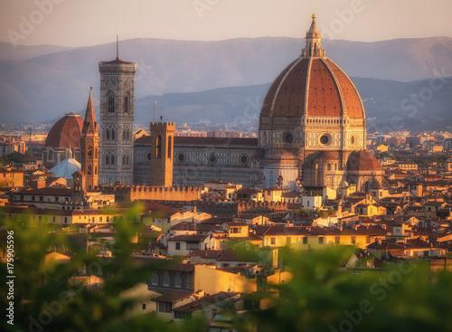Obraz na dibondzie (fotoboard) Katedralny Santa Maria kwiaty, piazza Del Duomo, Florencja, Tuscany, Włochy, Europa. Gigantyczny pomnik, który ma oko na swoje miasto.