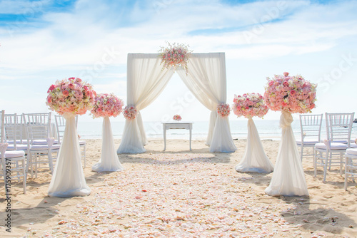 Fotografiet Romantic wedding ceremony on the beach