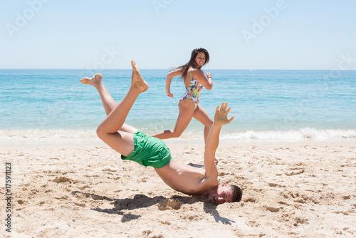 Zdjęcie XXL Chłopiec spada na plaży