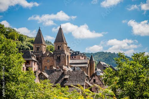 Fotografía Vue sur le village de Conques en Rouergue