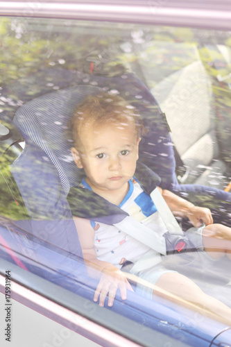 Fotografia, Obraz  Kid forgotten alone in the car