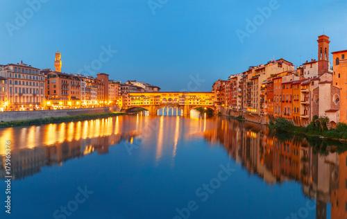 Obraz na dibondzie (fotoboard) Panorama Rzeczny Arno i sławny bridżowy Ponte Vecchio przy nocą od Ponte Santa Trinita w Florencja, Tuscany, Włochy