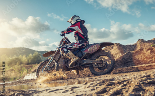 Photo  Enduro Extreme Motocross MX rider in Action on a dirt track