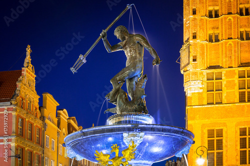 Photo Fountain of the Neptune in old town of Gdansk, Poland