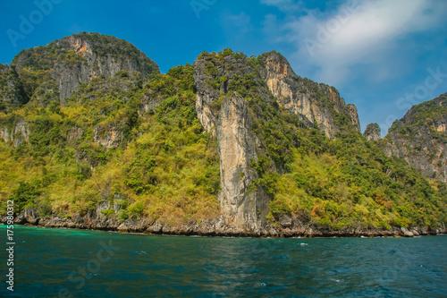 Plakat Majowie zatoka przy Phi Phi archipelagiem w Tajlandia